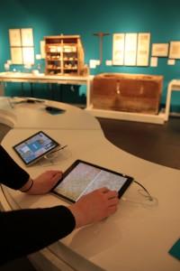 Mit dem Tablet konnte der Besucher auch an die Details der Geschichte der Schriftkultur heranzoomen. CC0 Vanessa Hellwig