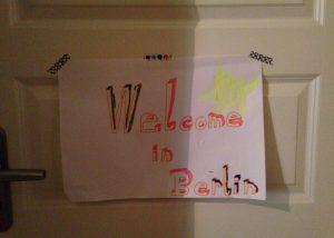 Lucie Marshalls Sohn Sam malte mit der Nachbarstochter Greta dieses Willkommensschild und hängte es an seine Zimmertür, Foto: Lucie Marshall