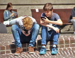 Bei aller Digitalisierung sollten wir den direkten sozialen Kontakt nicht vernachlässigen. Bild: Pixabay CC0