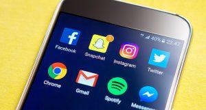 Smartphone mit Apps - Snapchat und andere.