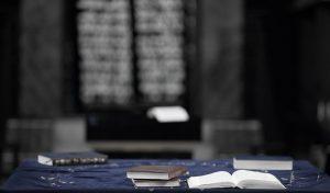 Eine Gesamtausgabe des Talmud füllt normalerweise auch gerne mal ein ganzes Bücherregal.