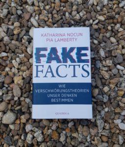 """Fake Facts"" Katharina Nocun und Pia Lamberty. Bild: Sophie Greve"
